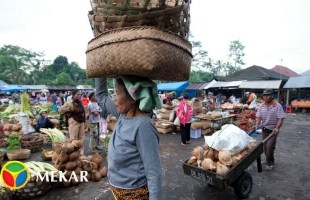 Aktivitas di Pasar Tradisional Indonesia